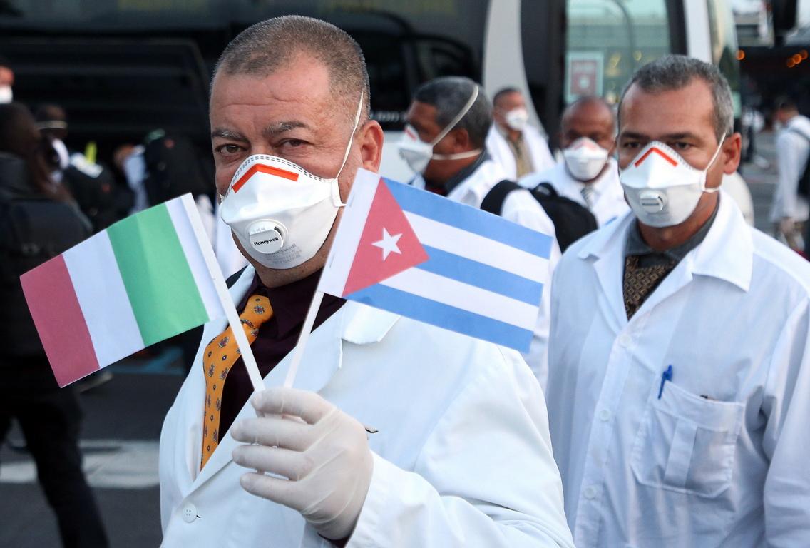 <p>Куба изпрати екип от 52-ма лекари и медицински сестри в Италия, някои от които са участвали в борбата срещу ебола в Африка, за да помогнат на европейската държава, с най-голяма смъртност, в борбата срещу Ковид-19</p>  <p>Дестинацията на този екип, е регионът Ломбардия, най-засегнат от коронавируса</p>