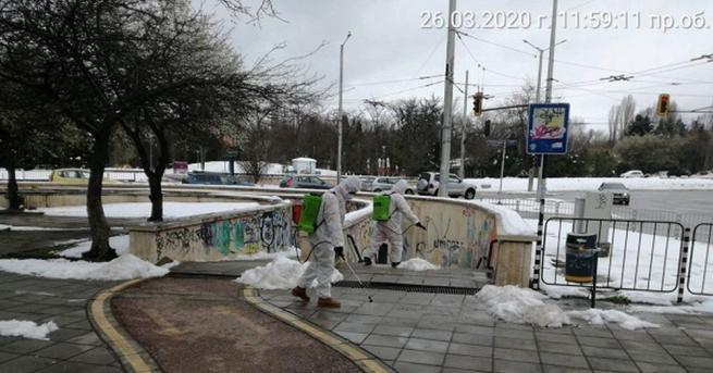 Продължава дезинфекцията на пешеходните подлези, спирките на градския транспорт и