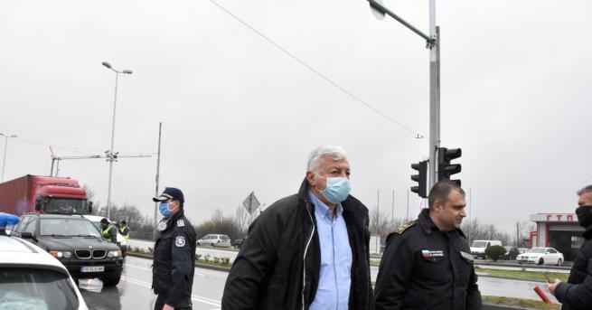 Два пъти дневно дежурните полицаи на контролно-пропускателните пунктове в Пловдив