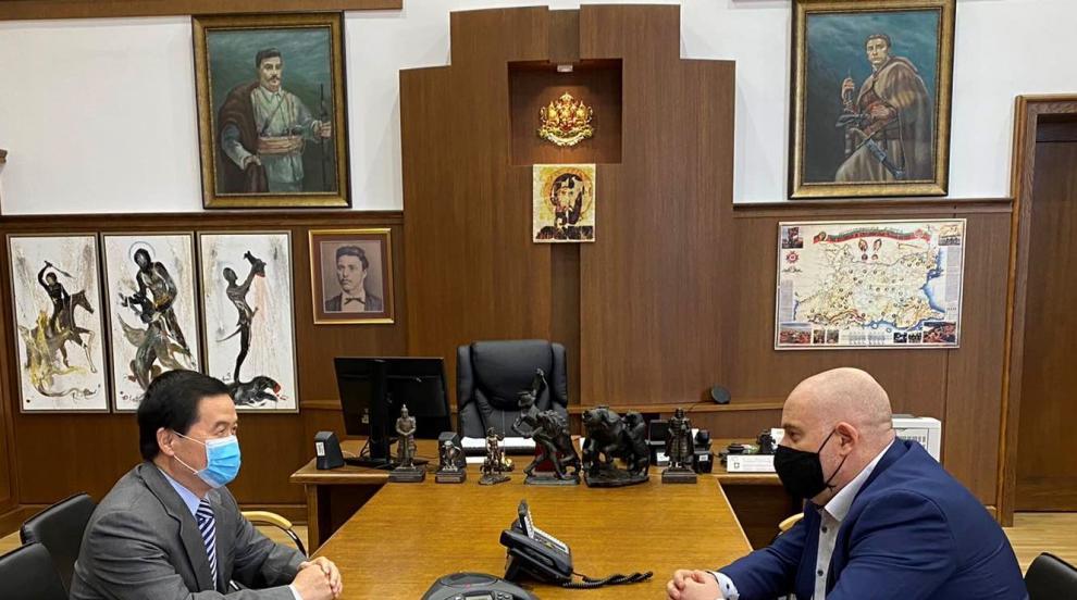 Иван Гешев обсъди с китайския посланик...