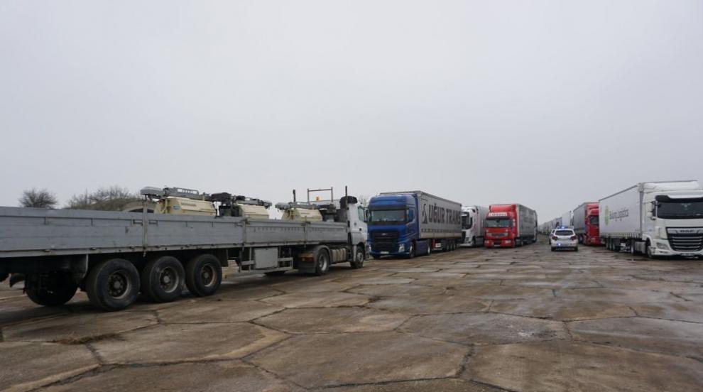 Буферният паркинг на българо-турската граница вече...