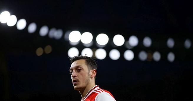 Турската звездна двойка на футболиста от Арсенал Месут Йозил и