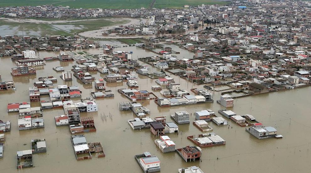 Наводнения в Иран отнеха живота на 21 души, един е...