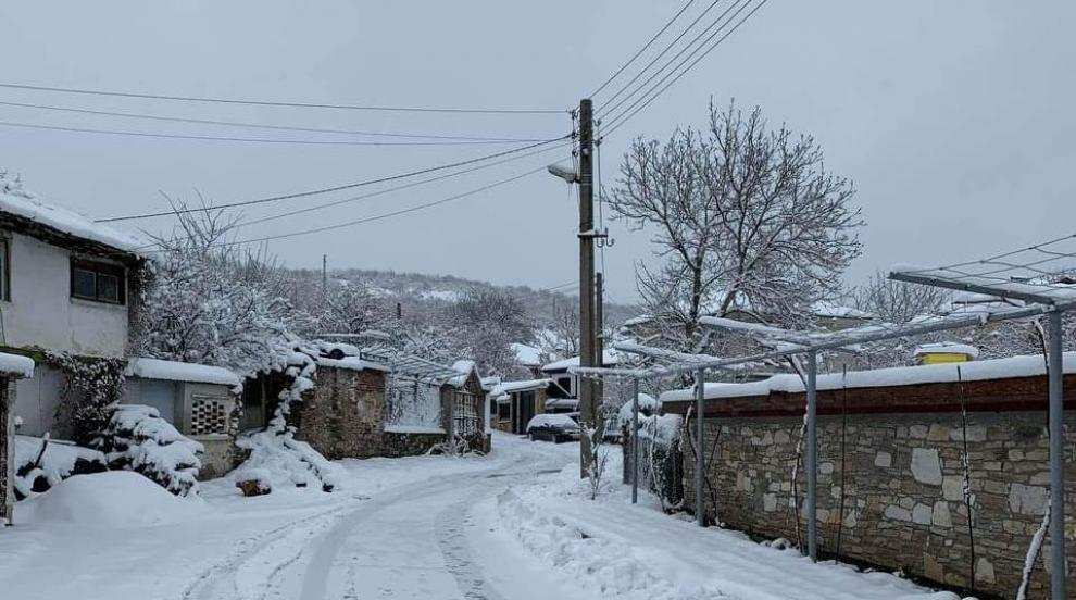До 30 см сняг в родопските села в Асеновградско
