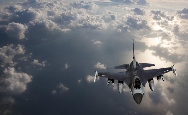 Пентагонът обави договора за производство на F-16 за България