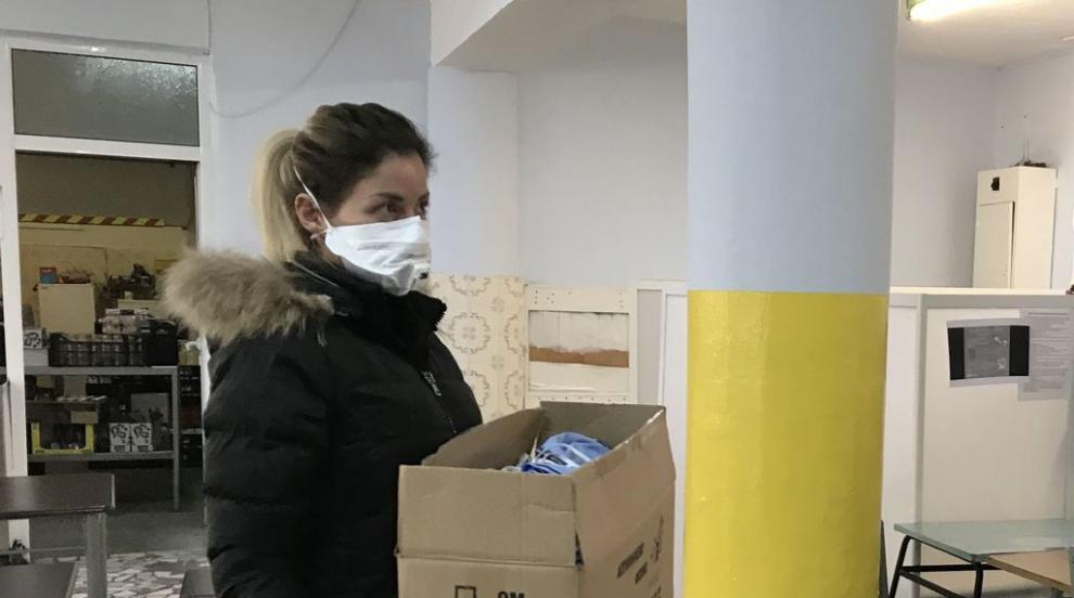 Доставят храна и лекарства по домовете на нуждаещи...