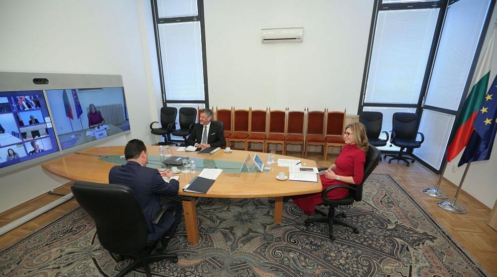 Захариева: Основен приоритет за ЕС остава борбата с...