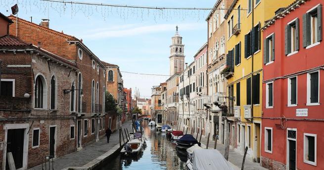 Една четвърт от Венеция беше наводнена от почти рекорден прилив