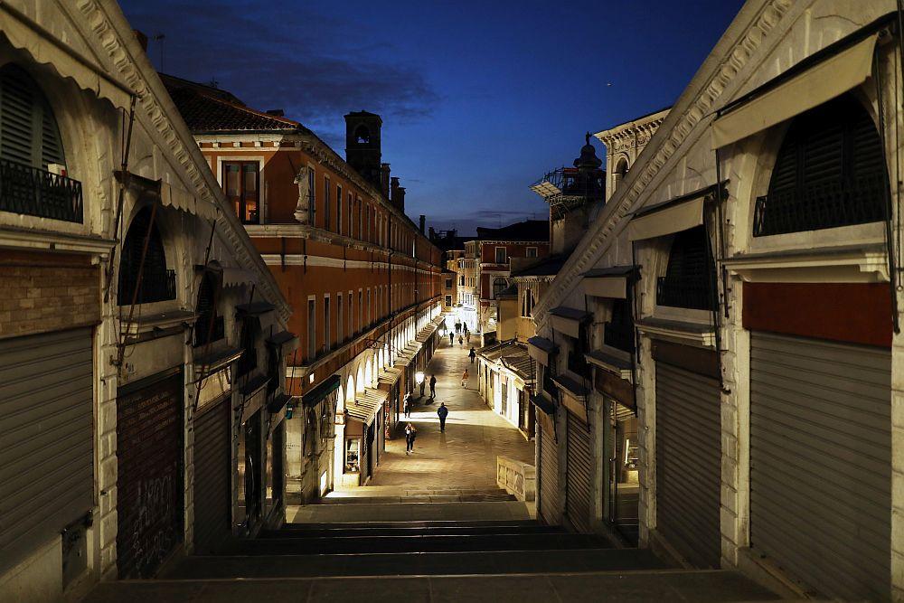 Венеция по време на пандемия – празни улици и природа по-чиста от всякога (ГАЛЕРИЯ)