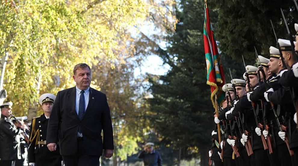 Каракачанов към Нинова: Всеки некадърен политик се...