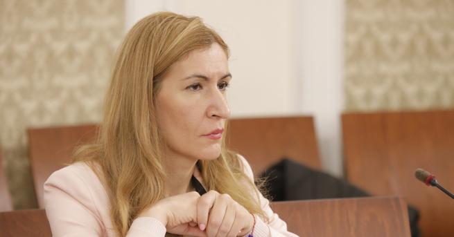 България Ангелкова: Колкото българи отиват в Гърция, толкова гърци посещават