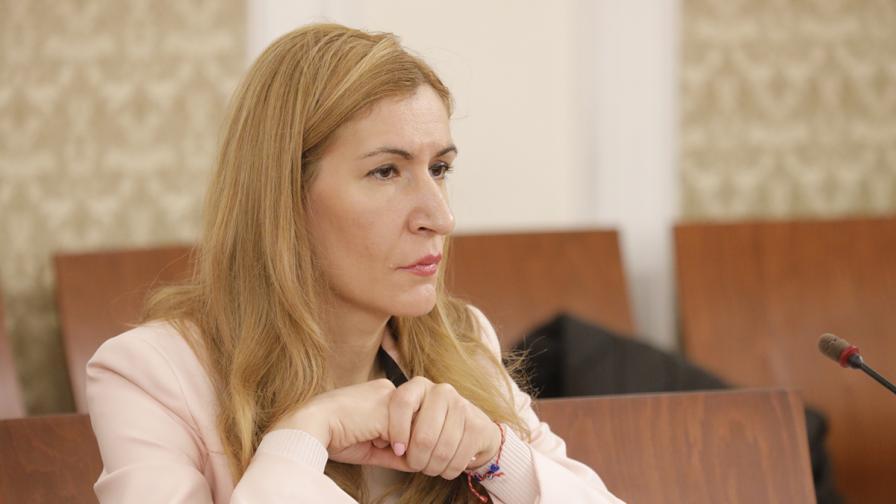 Ангелкова: Колкото българи отиват в Гърция, толкова гърци посещават България