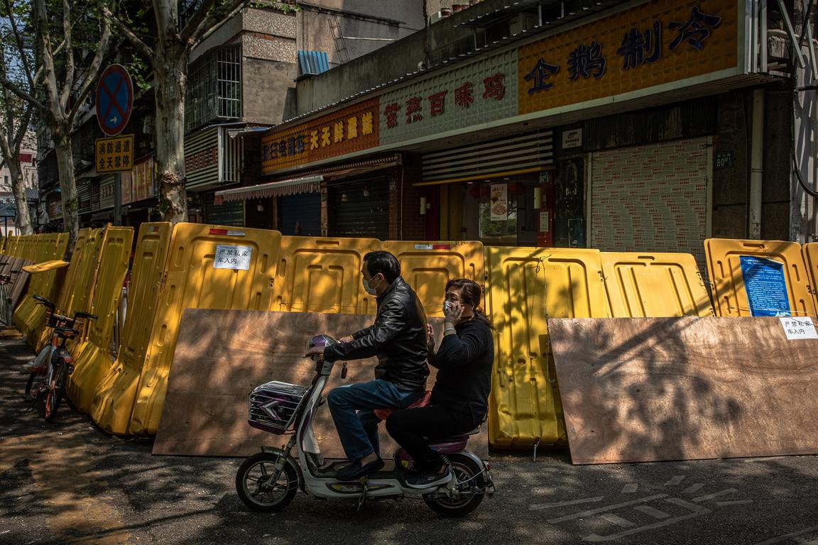 <p>Според данни на китайското правителство над 2500 души са загинали от Covid-19, причинен от коронавирус SARS-CoV-2 в Ухан от началото на епидемията</p>