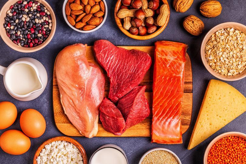 <p><strong>Грешка 2:&nbsp;Неправилен избор и количество на подправки</strong></p>  <p>Подправянето обикновено е въпрос на вкус, но основно правило в съвременната хранителна култура е, че колкото по-високо е качеството на месото, толкова по-малко&nbsp;подправки&nbsp;се използват в готвенето. Не забравяйте, че солта и черният пипер се слагат задължително накрая.</p>