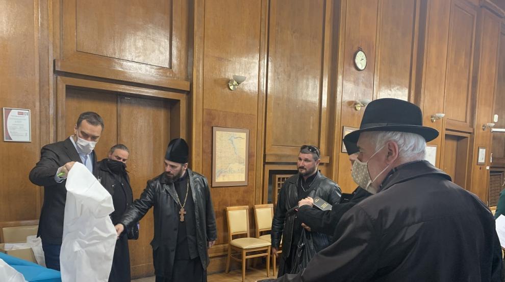 Бургаските свещеници призовават: Останете си вкъщи...