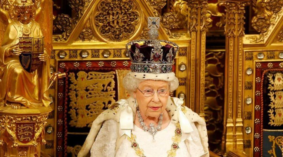 Жертвата на Елизабет Втора в интерес на короната