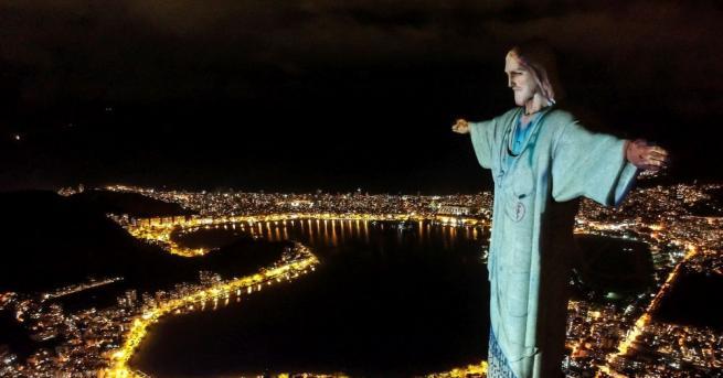 Знаменитата статуя на Христос Спасител в бразилския град Рио де