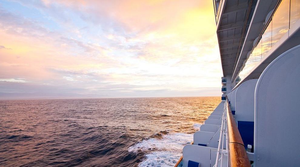 Близо 3000 моряци от круизния туристически кораб