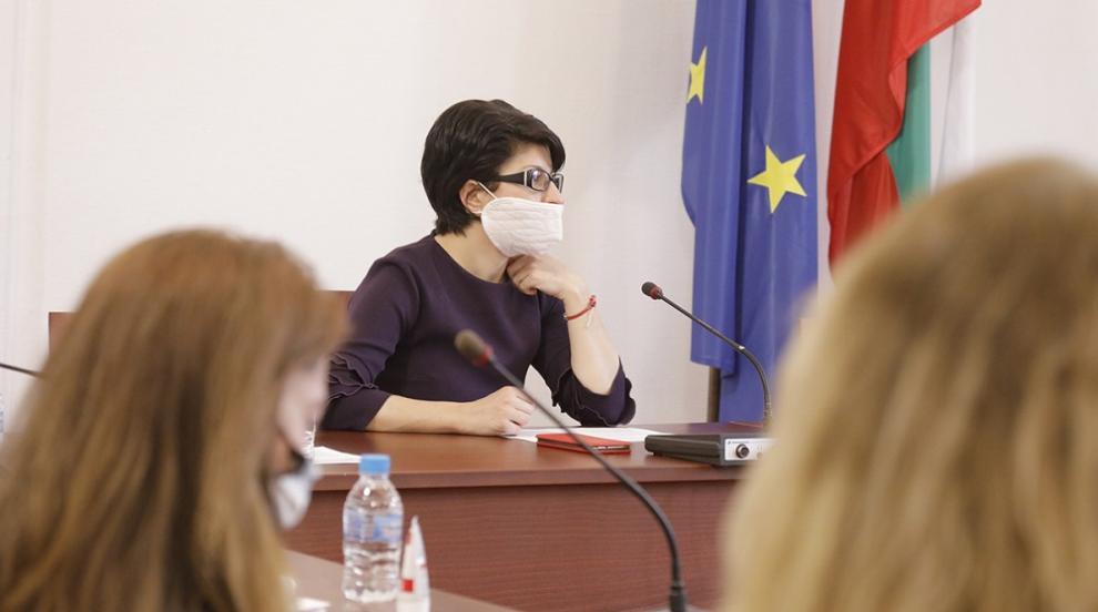 Атанасова: Опозицията има шанс да получи оставката...