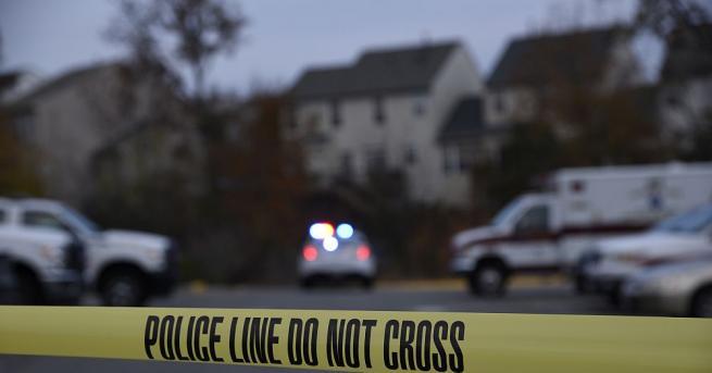 Полицията води преговори с мъж, който заплашва да взриви бомба