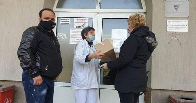 Председателят на НФСБ в Дупница Христо Христов дари маски и