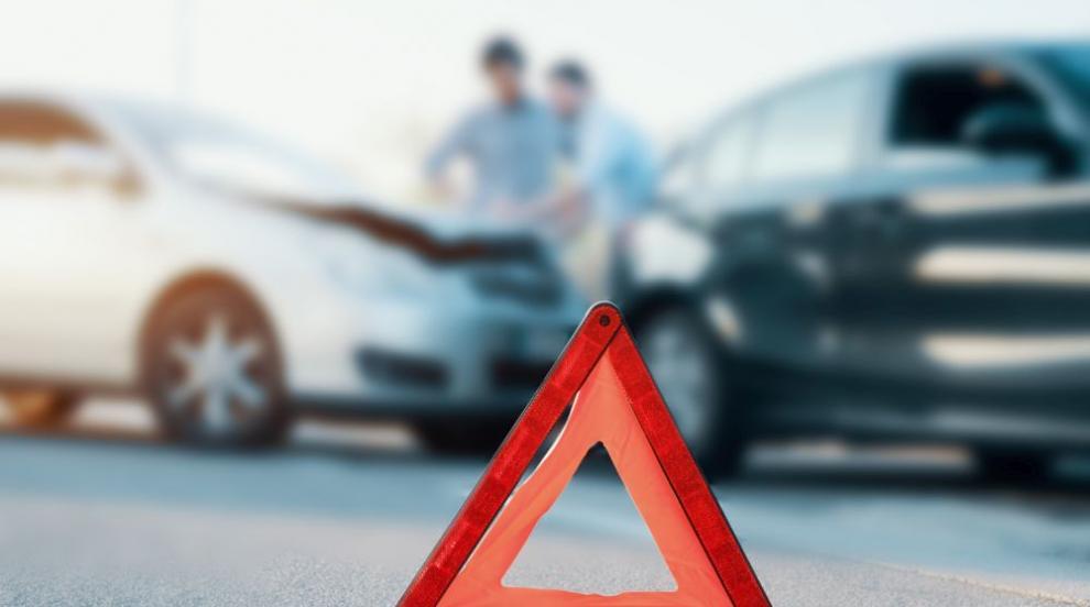 Катастрофа между камион и автомобил край София (ВИДЕО)
