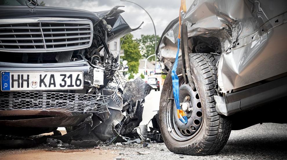 Трима пострадаха в катастрофа край Велико Търново