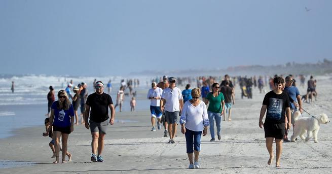 Впечатляващи гледки от плажовете и парковете в Съединените щати. Хиляди