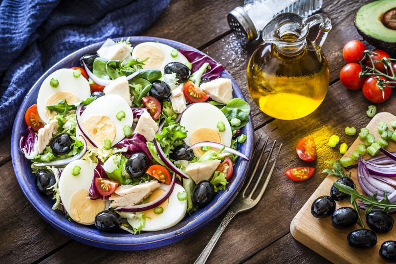 <p><strong>Костите ви ще са по-здрави</strong></p>  <p>Яйцата съдържат много витамин D и калций &ndash; изключително важни за здравината на костите. Особено жените сме предразположени към остеопороза и е важно да пазим костите си здрави.</p>