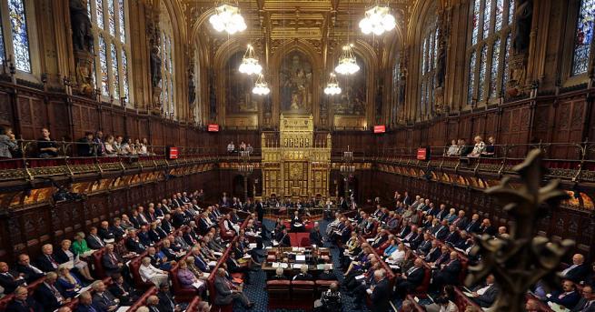 Британските депутати ще променят 700-годишна история на страната си, когато