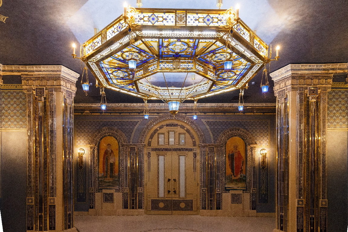 <p>Храмът е построен в &quot;монументален руско-византийски стил&quot;. Височината му с кръста достигна 95 метра, което го превърна в третата най-високата православна църква в света</p>