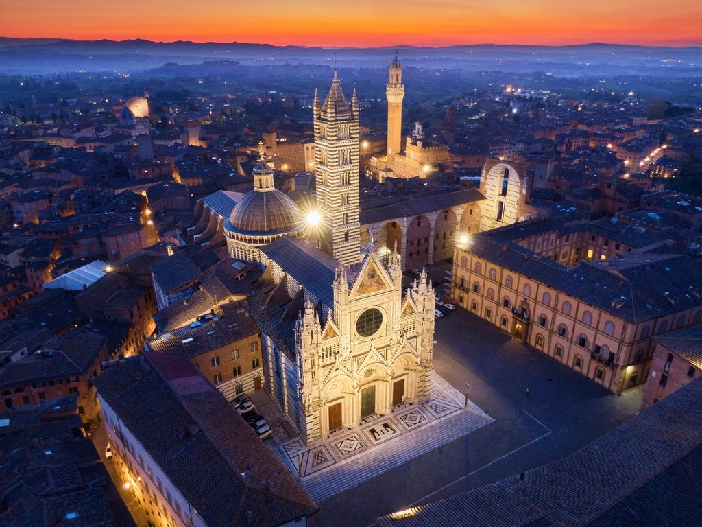 <p>Историческият център на града е обявен от ЮНЕСКО за обект на световното културно наследство, а преди пандемия от коронавирус той е бил една от най-посещаваните туристически атракции в страната.</p>  <p>&nbsp;</p>