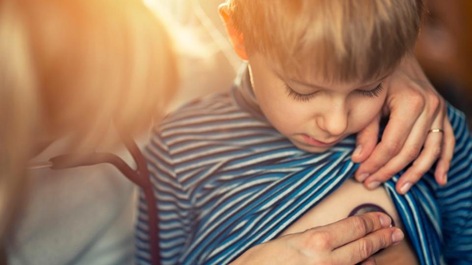 деца лекар преглед преслушване