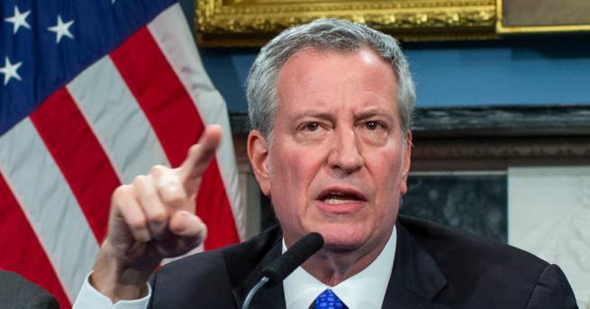 Кметът на Ню Йорк Бил де Блазио остро разкритикува масово