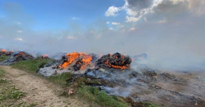 Бали от изсушена лавандула горяха в близост до крайните къщи