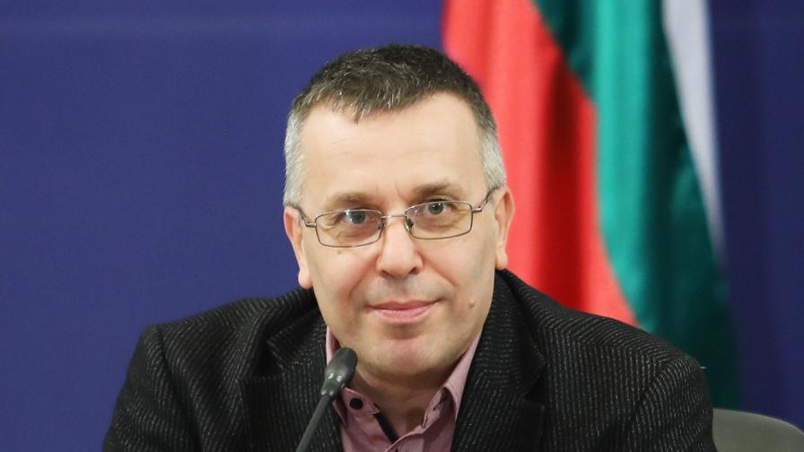 Доц. Димо Димов, секретар на Националния оперативен щаб