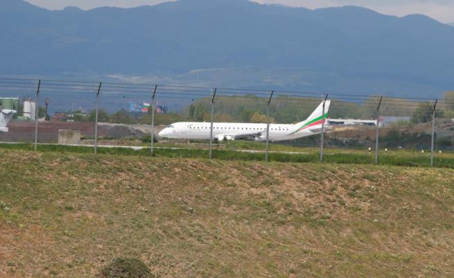 Блокираните на летище в Париж българи се прибраха