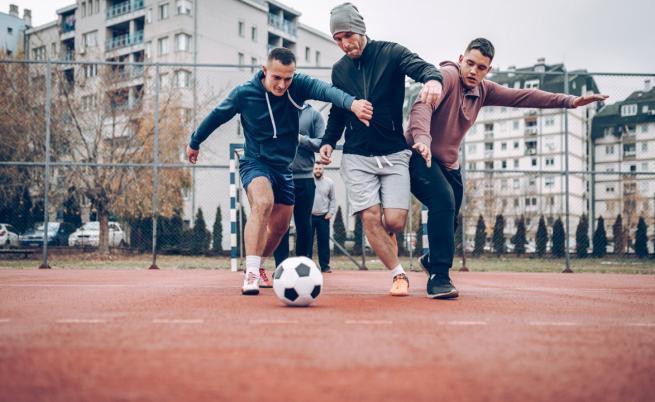 Разрешават колективните спортове за аматьори на открито