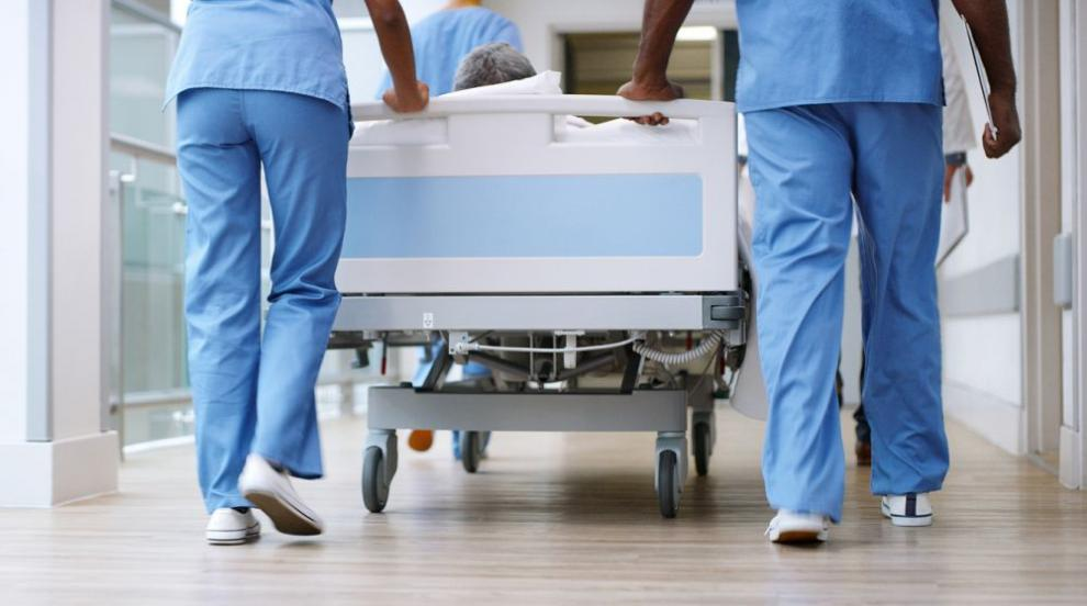 Пет болници разкарвали 18 часа пациентка с пневмония,...