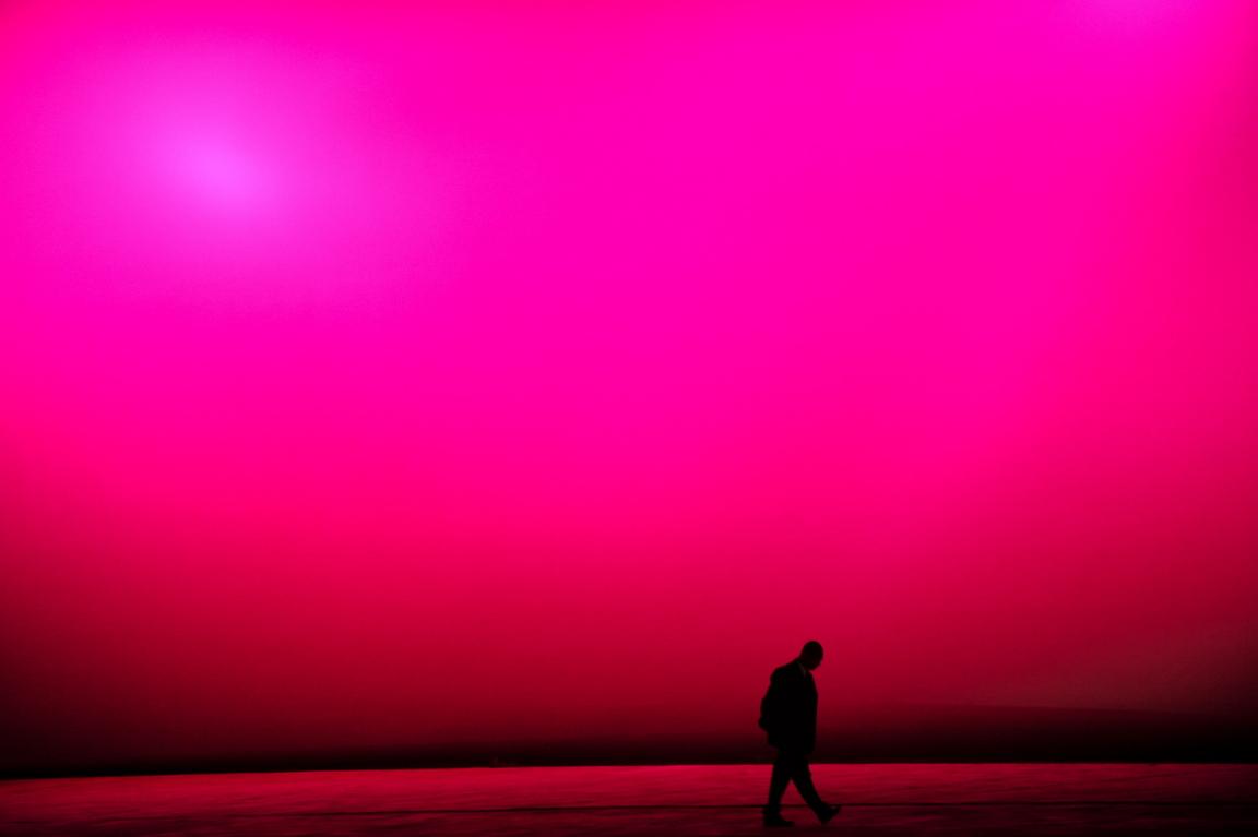 <p>Изследвания потвърждават, че излагането на големи количества розово имат успокоителен ефект над нервите и създават физическа слабост в хората.</p>
