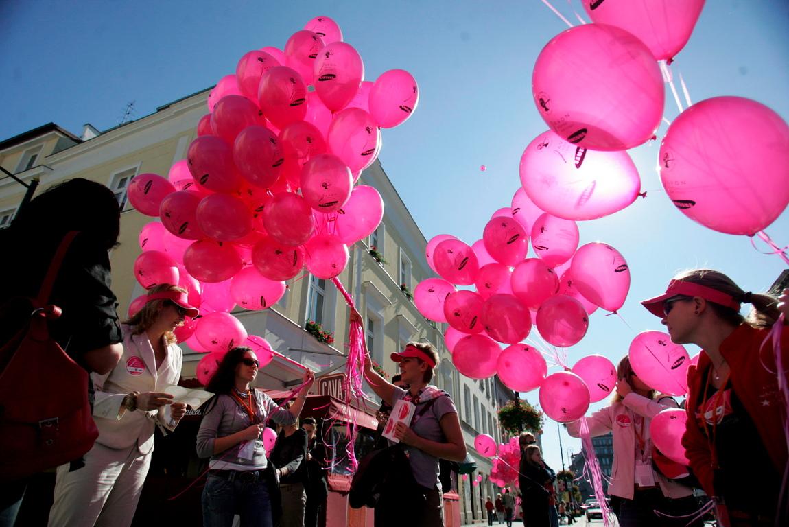<p>След това този цвят се превърна в цвета, обозначаващ борбата срещу рака на гърдата през 1990 г.</p>