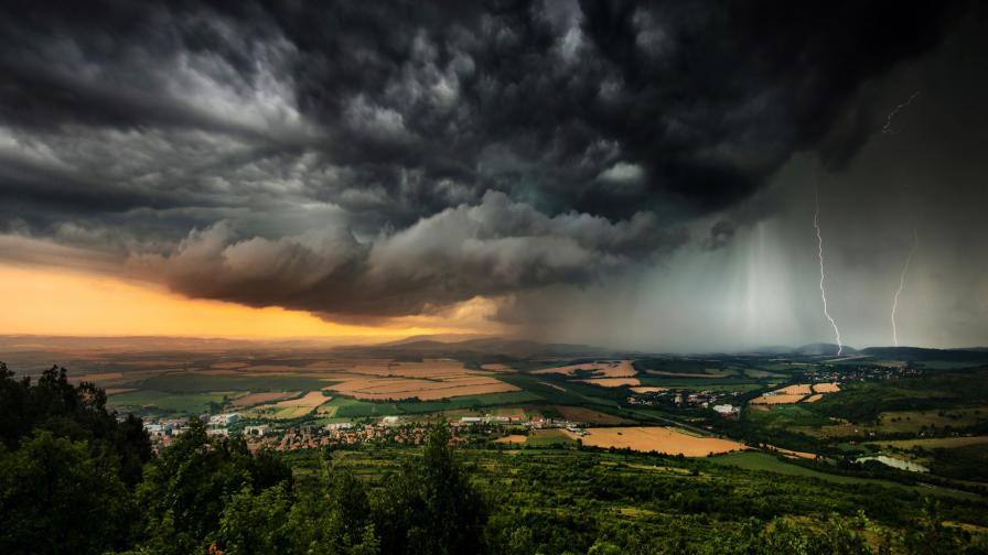 <p>Жълт код за бури е обявен за сряда</p>