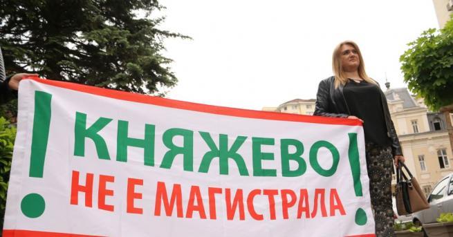 """Жители от """"Княжево"""" се събраха пред сградата на Столичната община,"""