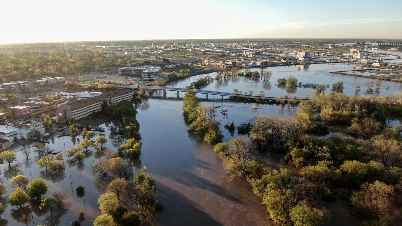 <p>Близо 10 000 души бяха принудени да евакуират домовете си</p>