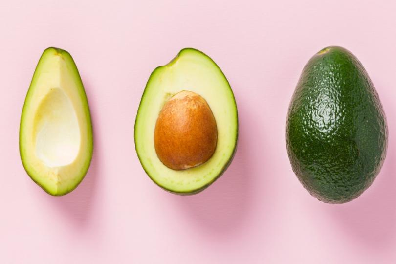 <p><strong>Инспектор на авокадо</strong></p>  <p>Ресторантът &ldquo;Good Fats&rdquo; в Сидни пуска обява за тази позиция преди две години, когато се нуждае от човек, който да опитва и оценява качеството на всички 20 предложения от менюто. Сред задълженията на служителя е да преценява зрелостта на авокадото, а за целта е необходимо той да притежава опит и доказани знания в областта. За съжаление, позицията не е заплатена, но пък предлага безплатно похапване на полезния зеленчук!</p>