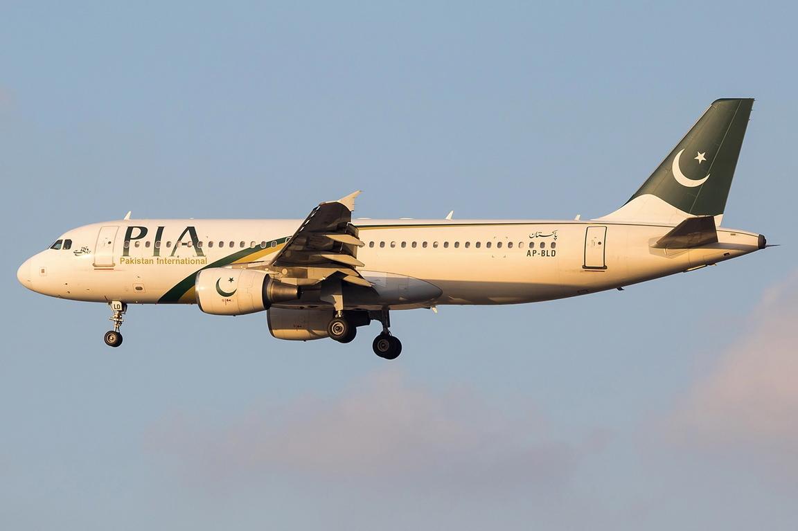 <p>Пътнически самолет на Pakistan International Airlines се разби близо до град Карачи (провинция Синд).</p>