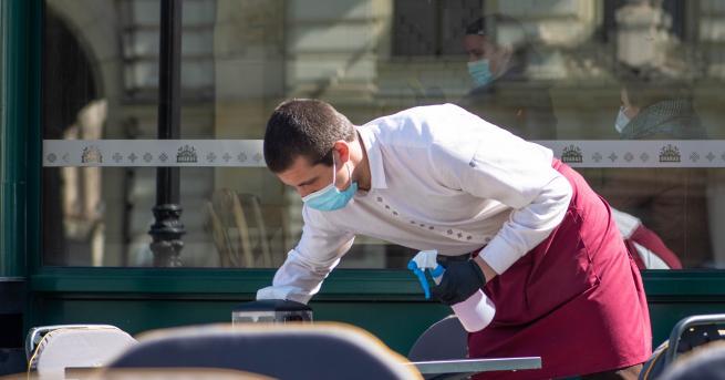 България Асоциация на заведенията: Служителите на открито да работят без