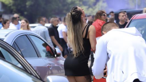 """Изгониха абитуриентите от """"Александър Невски"""", купон в """"Бояна"""""""