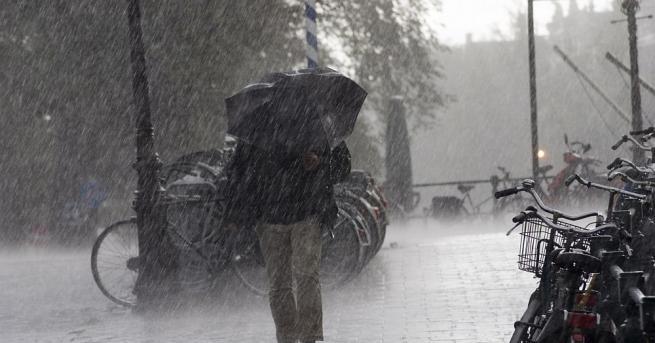 Четирима души загинаха при ураган в руския уралски град Екатеринбург,