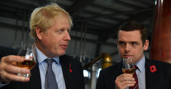 Дъглас Рос, държавен министър към ведомството, отговарящо за Шотландия, подаде